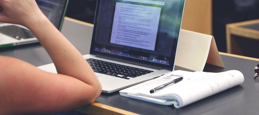 arbeiten-notebook-900-400